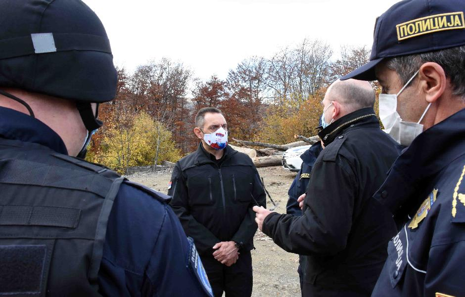 Ministar u poseti policiji u Kuršumliji FOTO: MUP