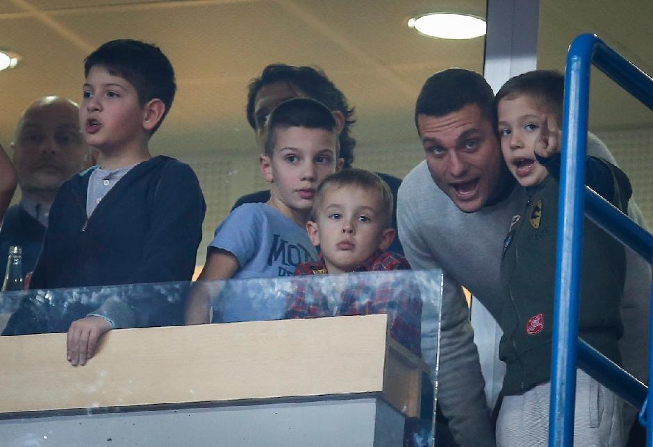 Nemanja Vidić je idol dečacima FOTO: Starsport