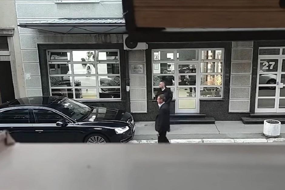 Aleksandar Vulin je izašao iz frizerskog salona bez maske FOTO: Printscreeen/Nova.rs