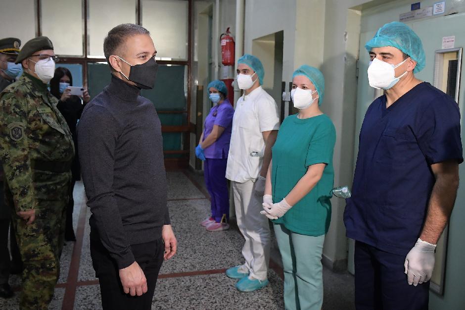Nebojša Stefanović u vojnoj kovid bolnici, FOTO: Ministarstvo odbrane