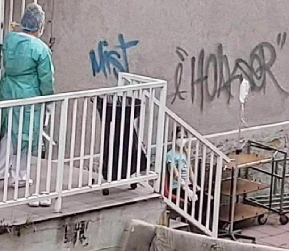 Stanje ispred bolnice u Novom Pazaru FOTO: Direktno.rs