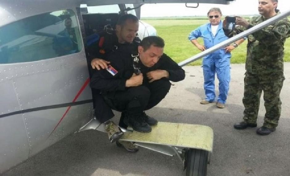 Mladi Aleksandar na časovima avijacije FOTO: Ministarstvo odbrane