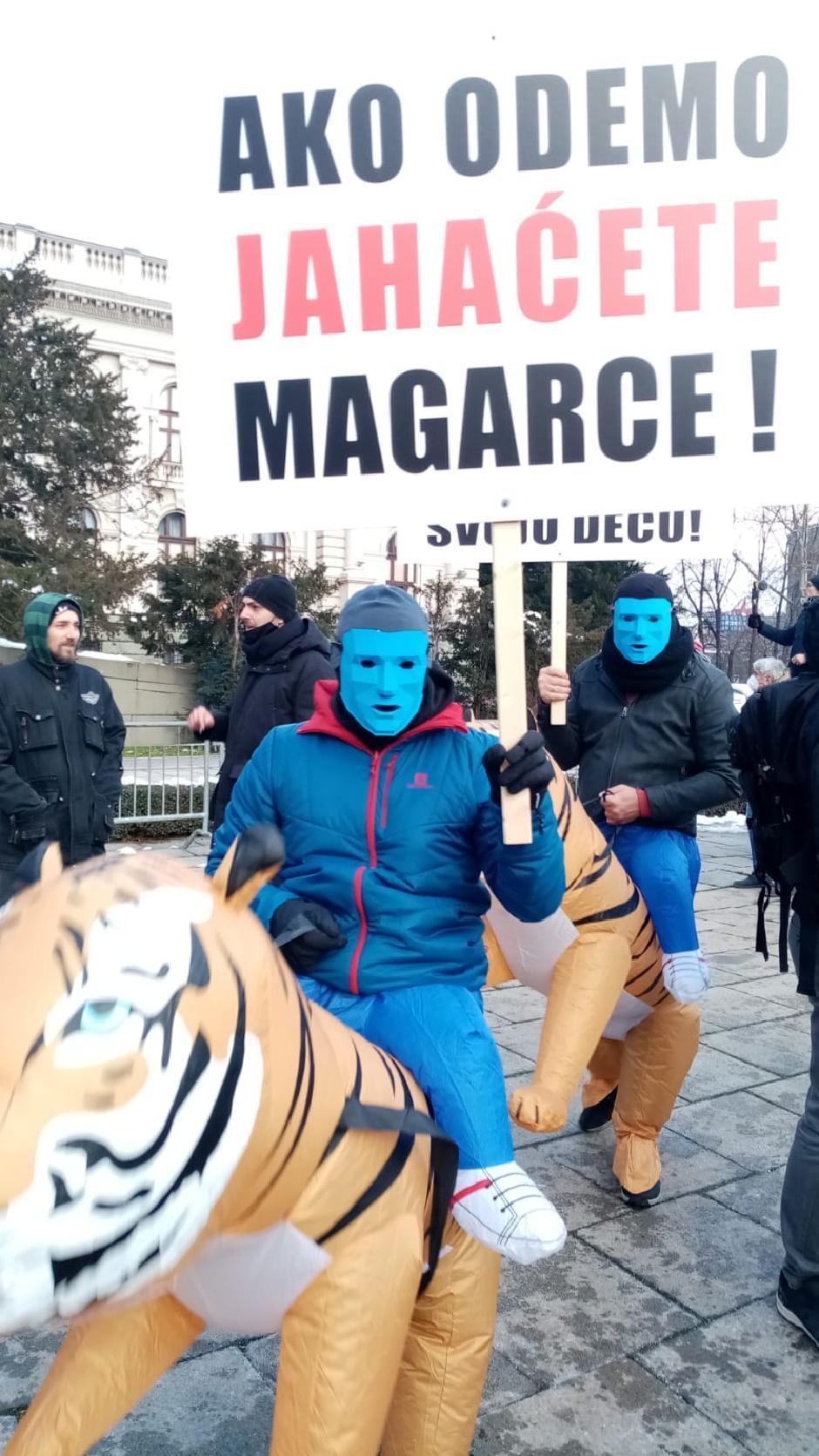 Jasna poruka radnika na internetu vlastima FOTO: Milka Radović