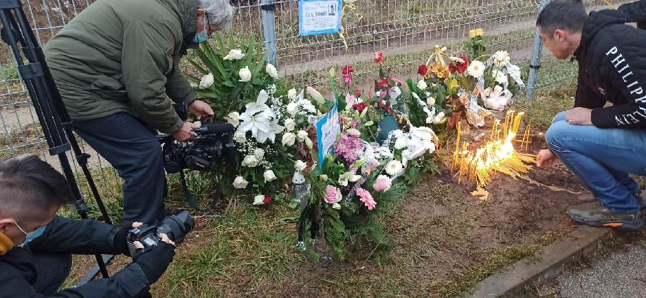 Građani su palili sveće i polagali cveće, FOTO: Direktno.rs