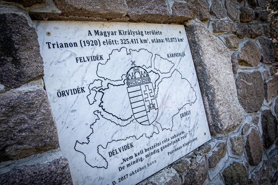 Spomen-ploča sa mapom Velike Mađarske