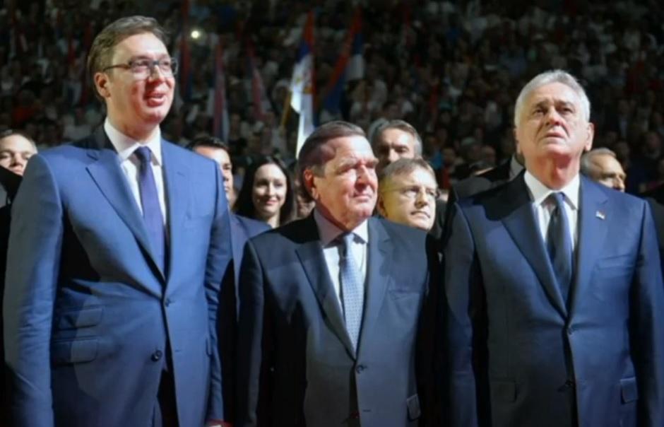 Gerhard Šreder sa Vučićem i Nikolićem
