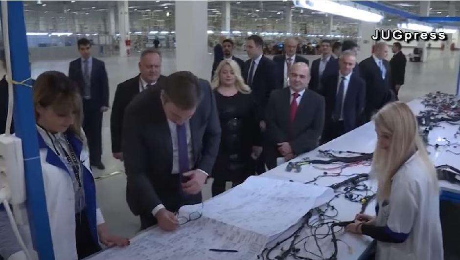 Vučić u obilasku fabrike