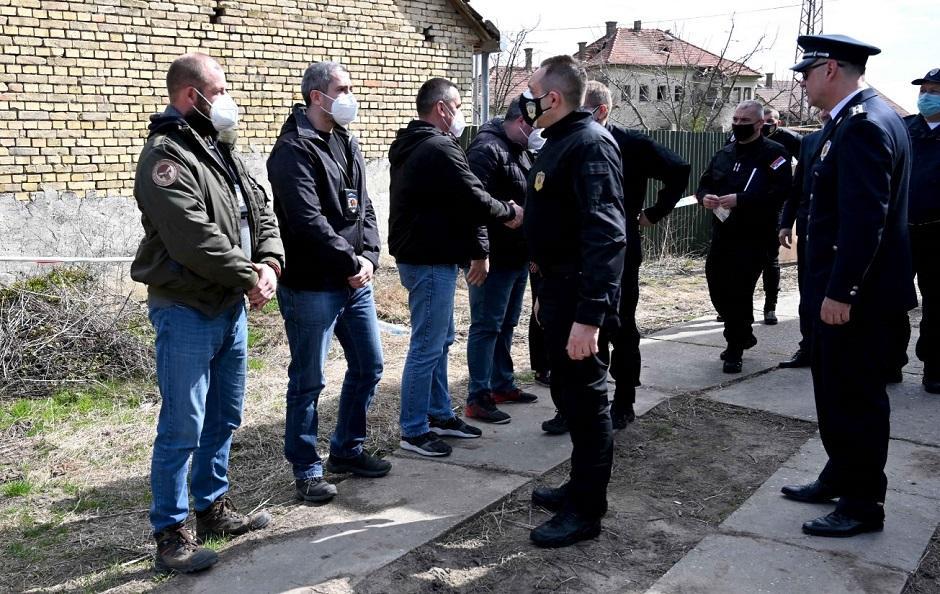 Aleksandar Vulin i kolege policajci FOTO: MUP