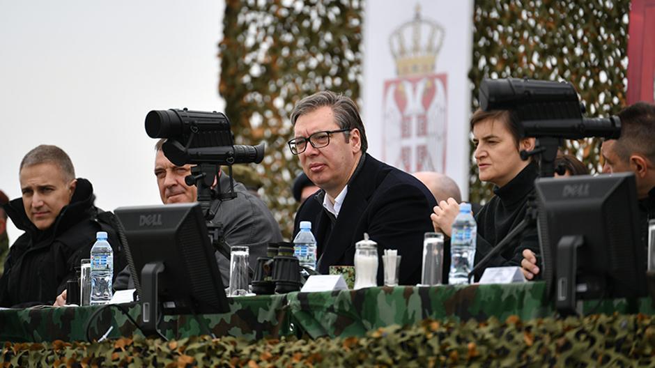 Aleksandar Vučić sa Nebojšom Stefanovićem, ministrom odbrane, ranije policije FOTO: Ministarstvo odbrane