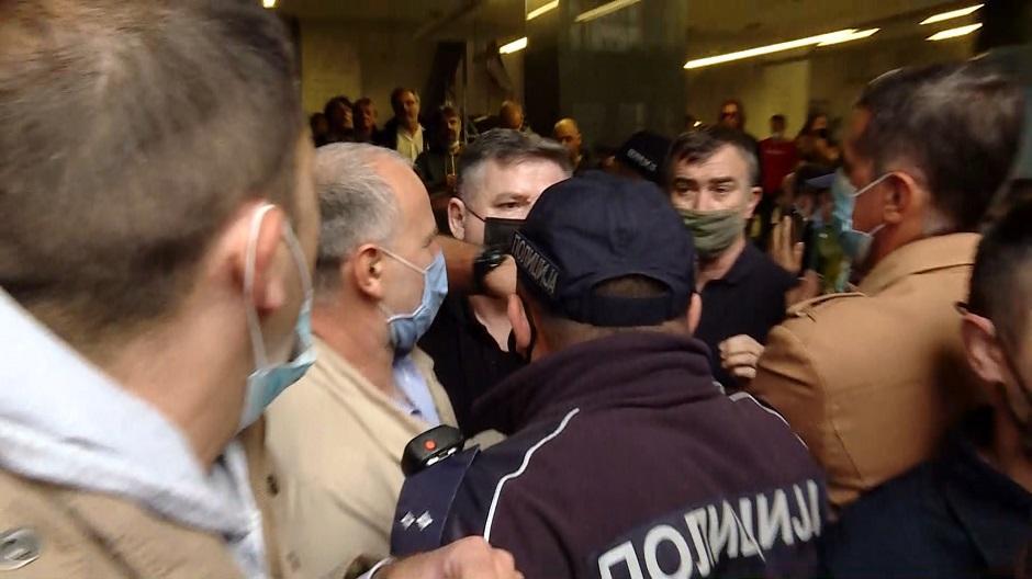 Advokati i policija u zgradi VKS na nedavnom protestu FOTO: N1 printscreen
