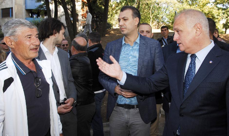 Goran Vesić i Nikola Kovačević sa građanima FOTO: Grad Beograd