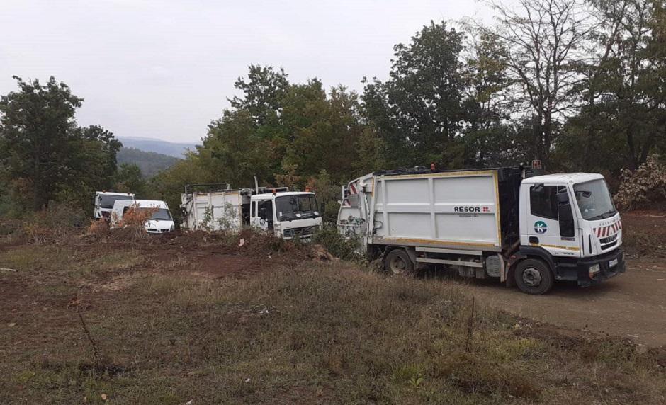 Kamioni JKP blokirali put FOTO: Direktno.rs