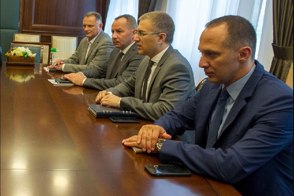 Ivan Ristić, (prvi s desna) i ministar unutrašnjih poslova, Nebojša Stefanović na sastanku 2018. godine, FOTO: mup.rs