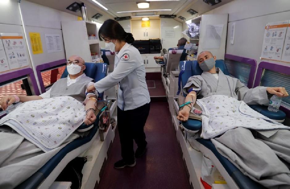 Korejci su sasekli koronu i pre epidemije, Foto: Beta/AP
